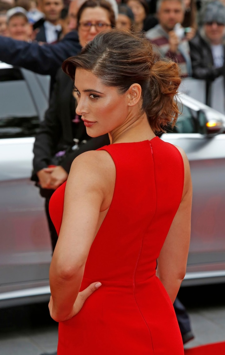 """Nargis Fakhri Mega Cleavage Show In Red Dress At """"Spy"""" UK Premiere At Odeon Leicester Square-London (3)"""